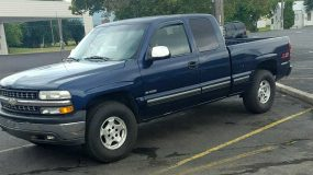 PRICE SLASHED: NOW JUST $5400.    2000 Chevy 1/2 Ton